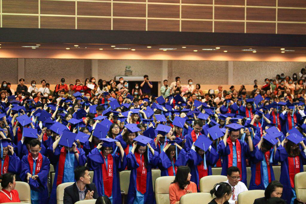 Nghi thức đội mũ tốt nghiệp